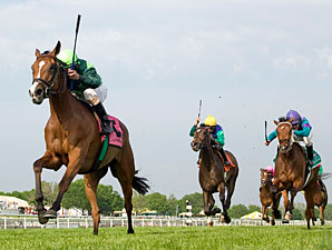 Bay to Bay wins the 2010 American 1000 Guineas.