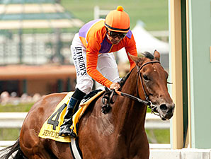 Beholder wins the 2014 Zenyatta Stakes.