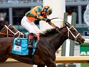 Believe You Can wins the 2012 Kentucky Oaks.