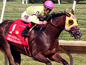 Belle Gallantey wins the 2014 Delaware Handicap.