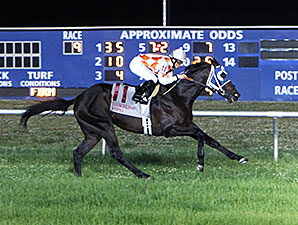 Benwill wins the 2014 John Henry Stakes