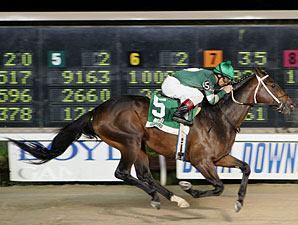 Tracy Hebert, shown winning the Sportman's Paradise on Beta Capo in March 2007, has been granted a license to ride by the Kentucky Horse Racing Authority.