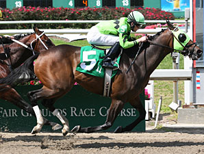 Cash Refund wins the 2010 Duncan F. Kenner.