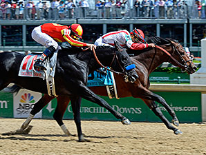 Central Banker wins the 2014 Churchill Downs Stakes.