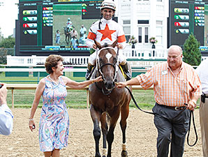 Cinco Charlie wins the 2014 Bashford Manor.