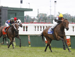 Closeout wins the 2009 Locust Grove.