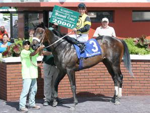 Jockey Cruz Gets 2,000th North American Win