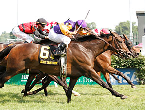 Danzon wins the 2010 Locust Grove.