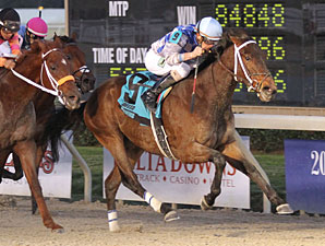 Donoharm wins the 2012 Sam's Town Stakes.