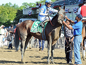 Effinex wins the 2015 Suburban.