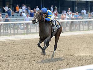 Emma's Encore wins the 2012 Victory Ride.