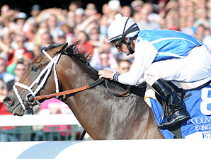 Exhi wins the 2010 Coolmore Lexington.