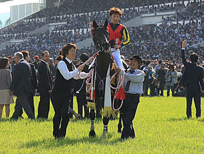 Fenomeno wins the Tenno Sho (G1) at Kyoto Racecourse, Japan