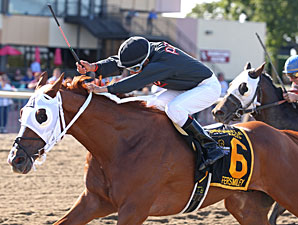 Fersmiley wins the 2013 Banjo Picker Sprint Stakes.