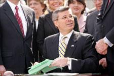 Fletcher Signs Kentucky Breeder Incentive Bill
