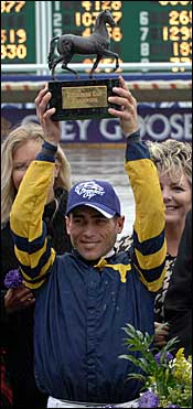 Gomez Wins Outstanding Jockey Award at Breeders' Cup