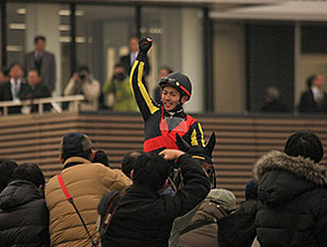 Gentildonna wins the 2014 Arima Kinen (Grand Prix).