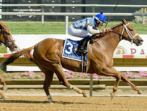 Gleaming wins the 2012 Sweet and Sassy Stakes.
