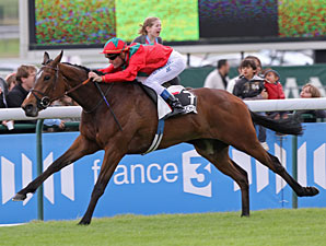 Golden Lilac wins the Poule D Essaides Pouliches.