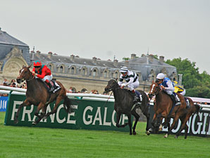 Golden Lilac Shines in Prix de Diane