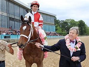 Havre de Grace wins the 2011 Apple Blossom.