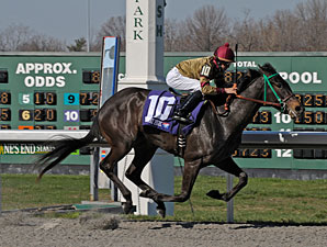 Hot Cha Cha wins the 2009 Bourbonette.