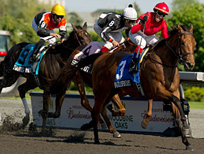 Inglorious is Victorious in Woodbine Oaks