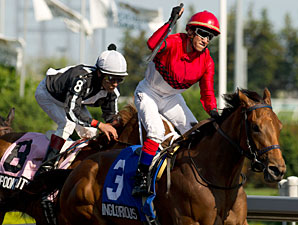 Inglorious wins the 2011 Woodbine Oaks.