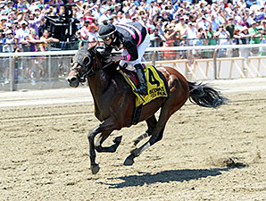 Kid Cruz Rallies to Win Easy Goer Stakes