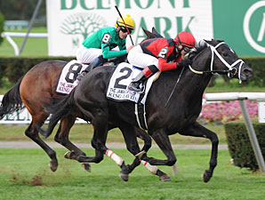 Claiming Crown Gets Big Gulfstream Welcome