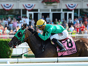 King Kreesa wins the 2015 Forbidden Apple Stakes.