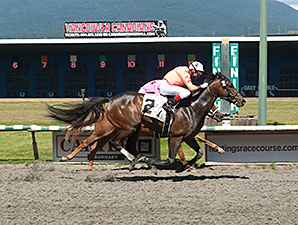Koffee Grinder wins the 2014 River Rock Casino Handicap.
