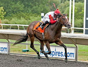 La Tia wins the 2012 Arlington Oaks.