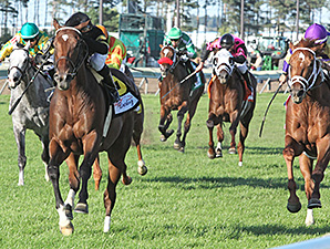 Long On Value wins the 2014 Mystic Lake Derby.