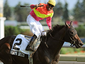 Miami Deco wins the 2010 Breeders' Stakes.
