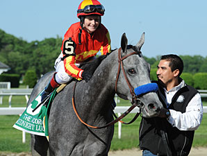 Midnight Lucky wins the Acorn Stakes.