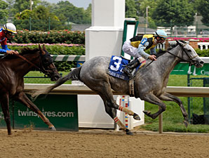 Miss Isella wins the 2009 Fleur de Lis.