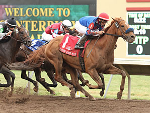 Mister Marti Gras wins the 2013 Mystic Lake Mile Stakes.