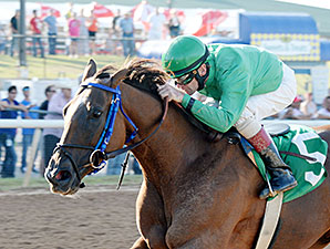 More Than Even wins the 2015 Muscogee (Creek) Nation Stakes.