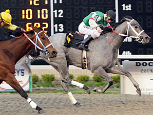One Smokin' Lady wins the 2009 Inaugural Stakes.