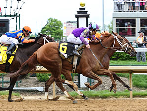 Princess of Sylmar wins the 2013 Kentucky Oaks.