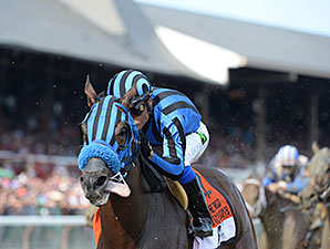 Private Zone winning the Forego Stakes.