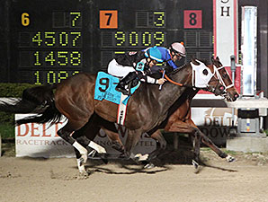 Queen Peso wins the 2015 LA Bred Premier Night Bon Temps Starter Stakes.
