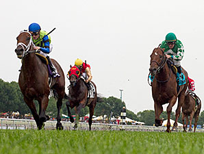Quiet Force wins the 2015 Arlington Handicap.