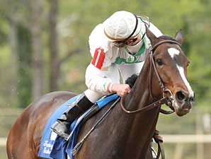 Rachel Alexandra easily wins the Fantasy Stakes