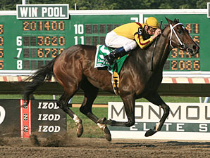 Rachel Alexandra wins the 2010 Lady's Secret.