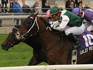Regally Ready wins the 2011 Nearctic.