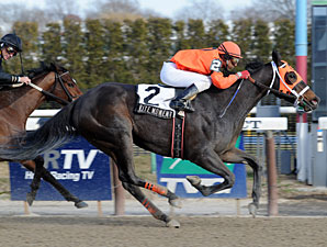 Rite Moment Gets Break in Distaff 'Cap