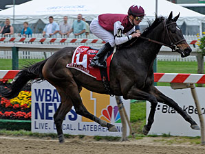 Skylighter wins the 2009 DuPont Distaff.