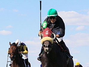 Soonerette wins the 2012 Northbound Pride Oaks.
